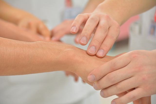 pulse-check-caring-hands-naturopathic-doctor