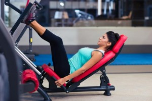 lady-using-leg-press